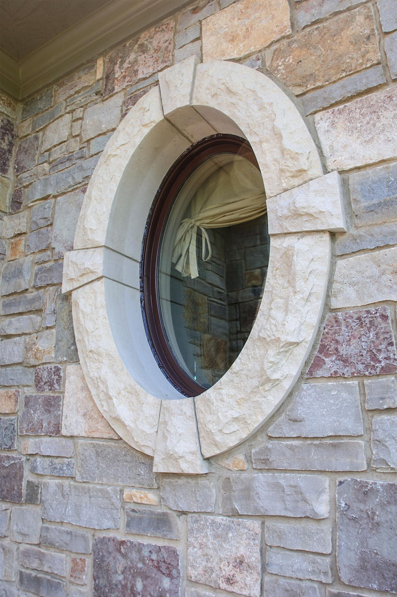 5776_Valders Window Surrounded