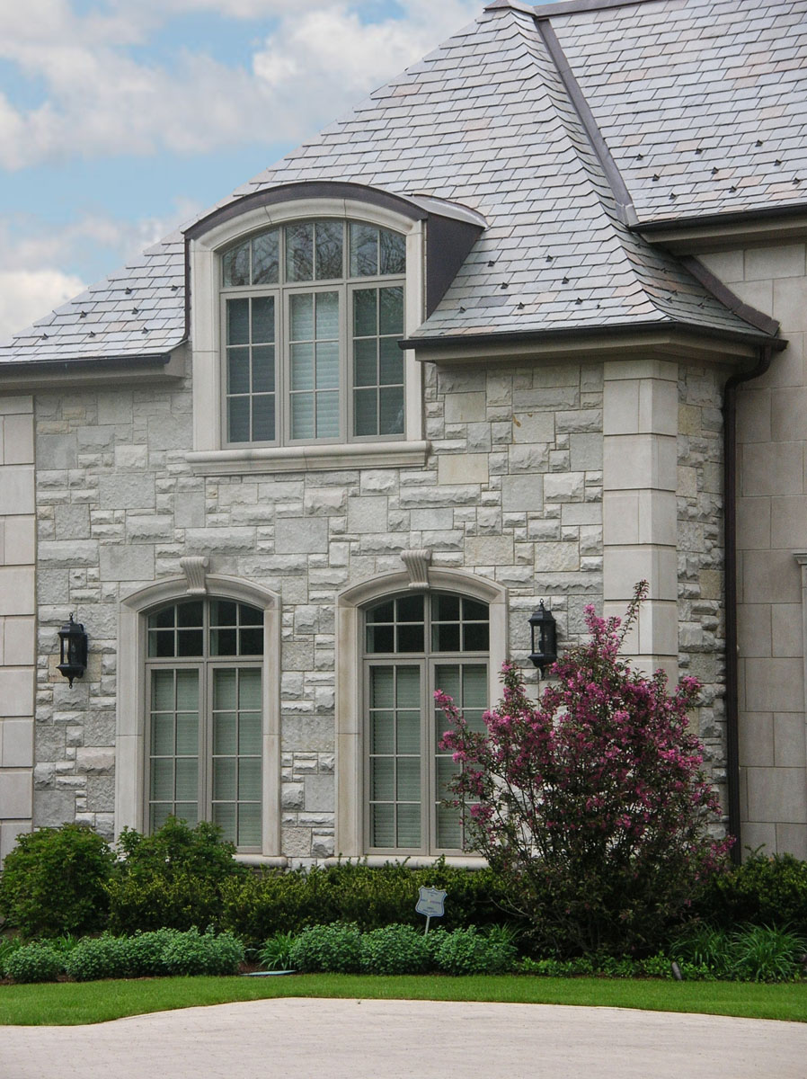 5778_Valders Window Surrounds_Eden Country Manor Dimensional Cut Rockfaced Veneer