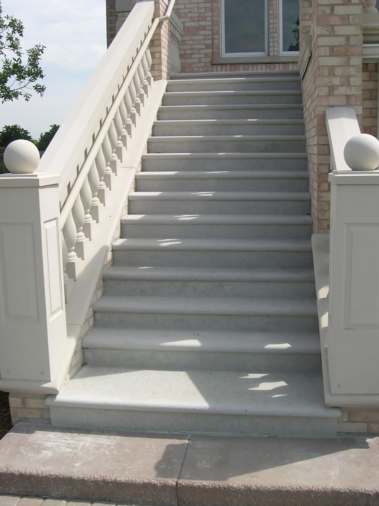 5887_Valders Gray Steps